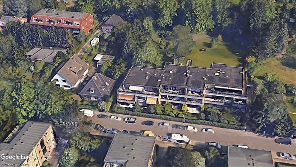 Hamburg (Eckweg) - Dachsanierung mit anschließender Begrünung (gefördert durch die Stadt Hamburg) - Google Earth ©2009 GeoBasis-DE/BKG